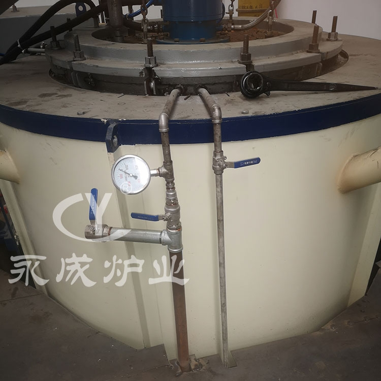 Well type vacuum annealing furnace